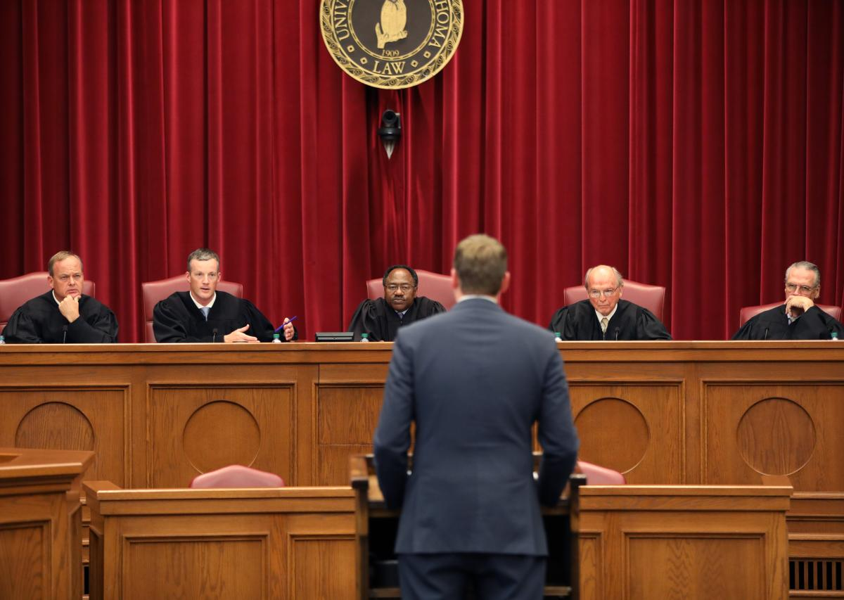 Gatlin Squires argues for the petitioners in the 2019 Calvert Moot Court Finals.