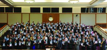 Members of the OU Law Class of 2017 pose for a photo with their iPads in the fall of 2014 at the launch of the college's Digital Initiative.